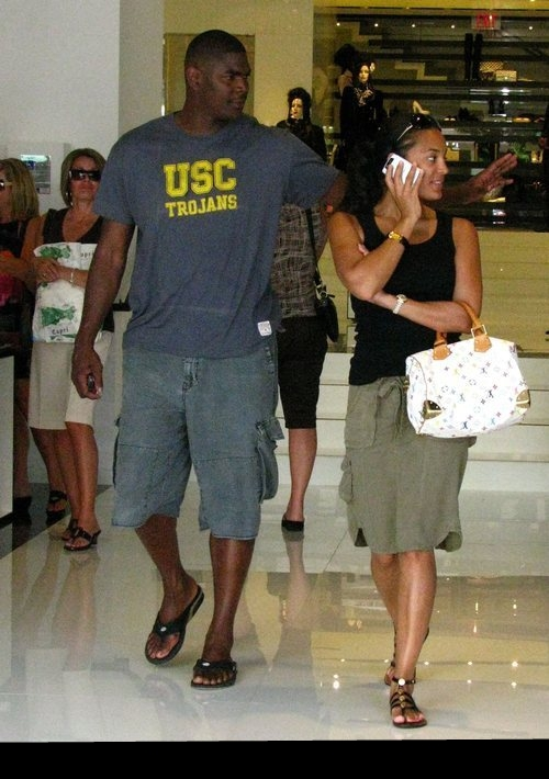 keyshawn_johnson_takes_his_girlfriend_to_chanel_
