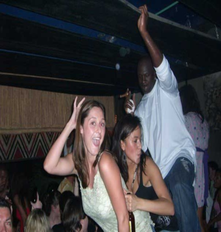 michael-jordan-partying-with-2-women-at-club1