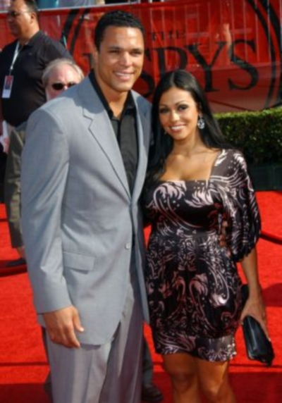 tony-gonzalez-wife-october-russell-gonzalez