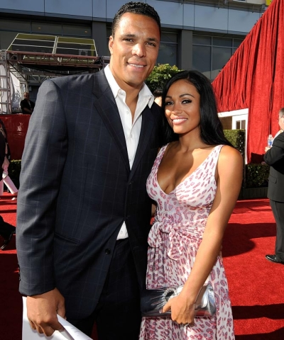 tony-gonzalez-wife-october-russell-gonzalez1