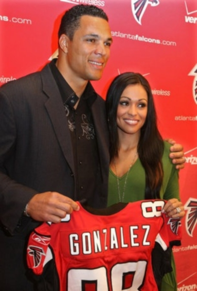 tony-gonzalez-wife-october-russell-gonzalez2