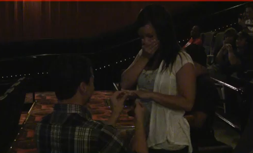 man-proposes-to-girlfriend-with-movie-trailer