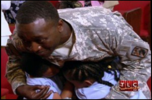 soldier-homecoming-surprises-kids-at-church