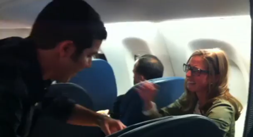 man-proposes-to-girlfriend-in-air-delta-airlines