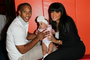 victor-cruz-girlfriend-elaina-watley-baby-girl1