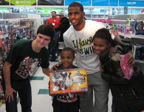 chris-paul-gives-back-toys-kids-2012-1