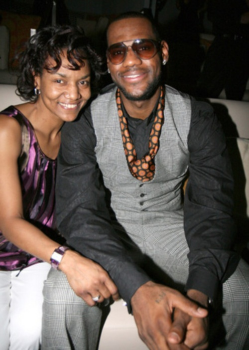 lebron-and-mom-gloria
