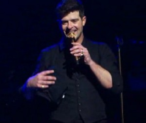 robin-thicke-talks-love-paula-patton-video-concert