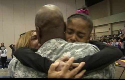 soldier-surprises-daughter-at-gym-competition-video