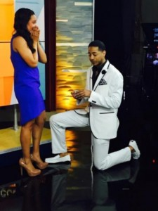 news-reporter-surprise-proposal-on-air