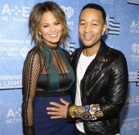 john-legend-chrissy-teigen-having-baby-girl