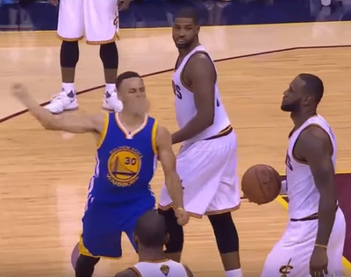 stephen-curry-throws-mouth-piece-video